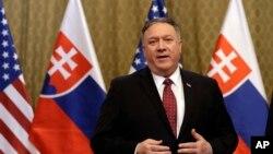 美国国务卿蓬佩奥在斯洛伐克对媒体发表讲话。(2019年2月12日)