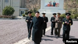Lãnh đạo Bắc Triều Tiên Kim Jong Un đến thanh tra cục Hải quân 164 của Quân đội nhân dân Triều Tiên.