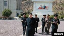 朝鲜最高领导人金正恩在平壤视察朝鲜人民军海军第164部队