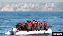 2021년 8월 난민들이 보트를 타고 프랑스에서 영국으로 향하고 있다. (자료사진)