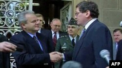 Jedan od brojnih susreta američkog izaslanika Ričarda Holbruka i srpskog predsednika Slobodana Miloševića u Beogradu