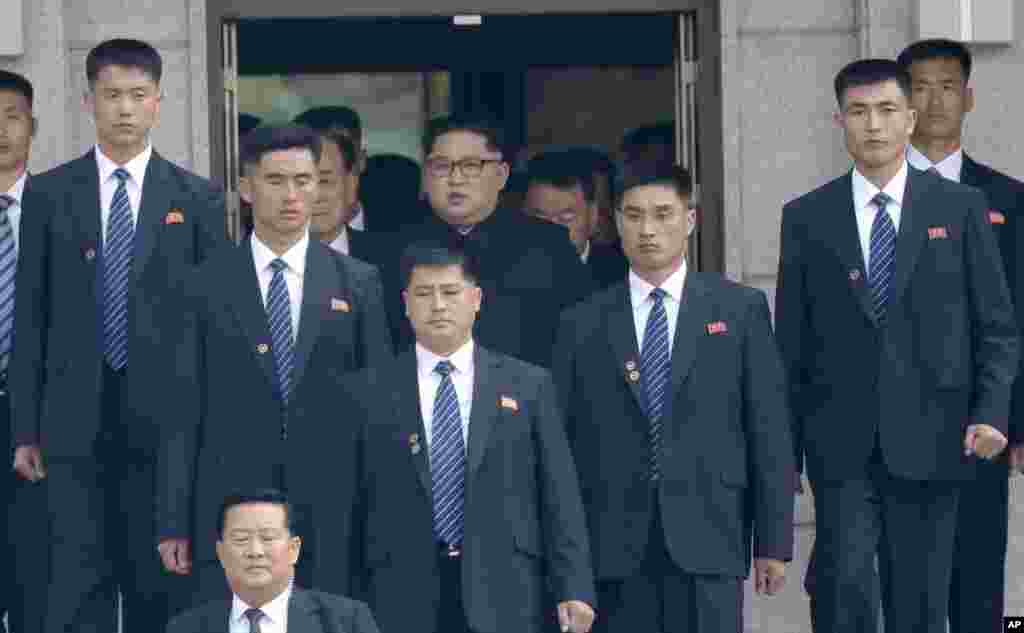 North Korean leader Kim Jong Un, center top, is surrounded by his security guards upon his arrival for a meeting with South Korean President Moon Jae-in at the North Korean side of Panmunjom in the Demilitarized Zone, April 27, 2018.