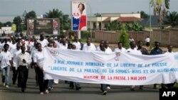 Marche de journalistes burundais, le 3 mai 2011, Bujumbura, Burundi, Journée mondiale de la liberté de la presse. Appel pour la libération du journaliste Jean-Claude Kavumbagu, accusé de trahison par les autorités.