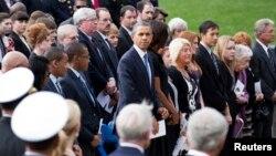 Президент США Барак Обама с супругой (в центре). Вашингтон, округ Колумбия. 22 сентября 2013 г.