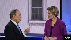 L'ancien maire de New York Mike Bloomberg et la sénatrice Elizabeth Warren du Massachusetts lors du débat de Las Vegas (Photo by Mark RALSTON / AFP)