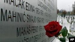 Zid sa imenima žrtava opsade Sarajeva