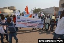 La société civile mobilisé dans les rues de Bukavu pour reclamer l'alternance, le 31 juillet 2017. (VOA/Ernest Muhero)