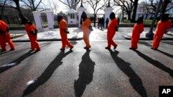Демонстрация против Гуантанамо у Белого дома