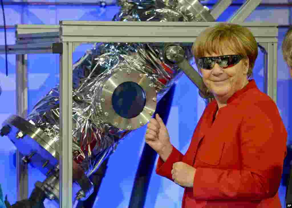 Chanceler alemã, Angela Merkel, visita centro de astronautas da Agência Espacial Europeia em Colónia na Alemanha.
