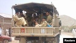 Binh sĩ bán quân sự Pakistan tuần tra tại làng Malikhel gần Parachinar, thị trấn chính của khu vực Kurram gần biên giới Afghanistan, 265 km từ Islamabad (Ảnh tư liệu).