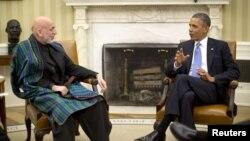 11일 미국 백악관을 방문한 하미드 카르자이 아프가니스탄 대통령(왼쪽)과 바락 오바마 미국 대통령.