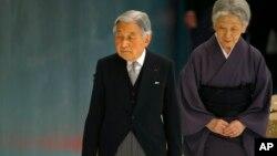 Император Японии Акихито с супругой. Токио. 15 августа 2015 г.