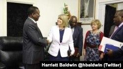 Amai Harriett Baldwin nemutungamiri wenyika VaEmmerson Mnangagwa muHarare