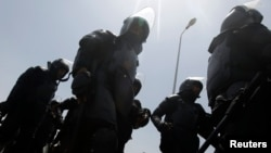 Egyptian riot police take up positions, (File photo).