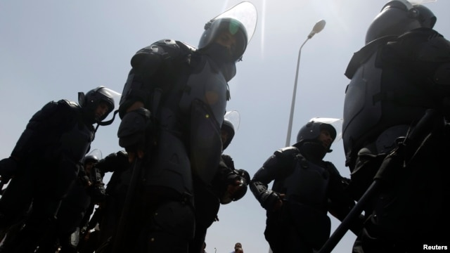 Egyptian riot police take up positions outside the building where former president Hosni Mubarak is being tried in connection with the killing of Arab Spring protesters.