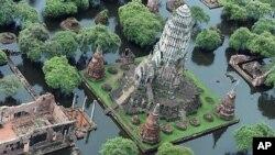 홍수로 물에 잠긴 태국 아유타야주의 불교 사원