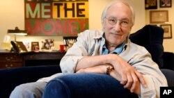 Foto de archivo de 2016 del escritor y productor Steven Bochco, quien murió el domingo a los 74 años.