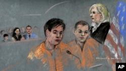 Terdakwa Dias Kadyrbayev (kiri) dan Azamat Tazhayakov menghadap pemimpin sidang, Hakim Marianne Bowler di pengadilan Federal Boston (13/8). Kedua terdakwa mengaku tidak bersalah terkait tuduhan membantu pembom marathon boston.