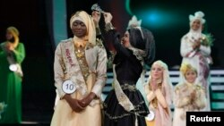 Nigerian Obabiyi Aishah Ajibola is crowned by her predecessor World Muslimah 2012 Nina Septiani of Indonesia (R) after being named World Muslimah 2013 during the third Annual Award of World Muslimah in Jakarta, Sept. 18, 2013.
