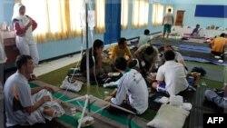 Người tị nạn được cứu sống từ chiếc tàu bị chìm cách đảo Java của Indonesia khoảng 50km