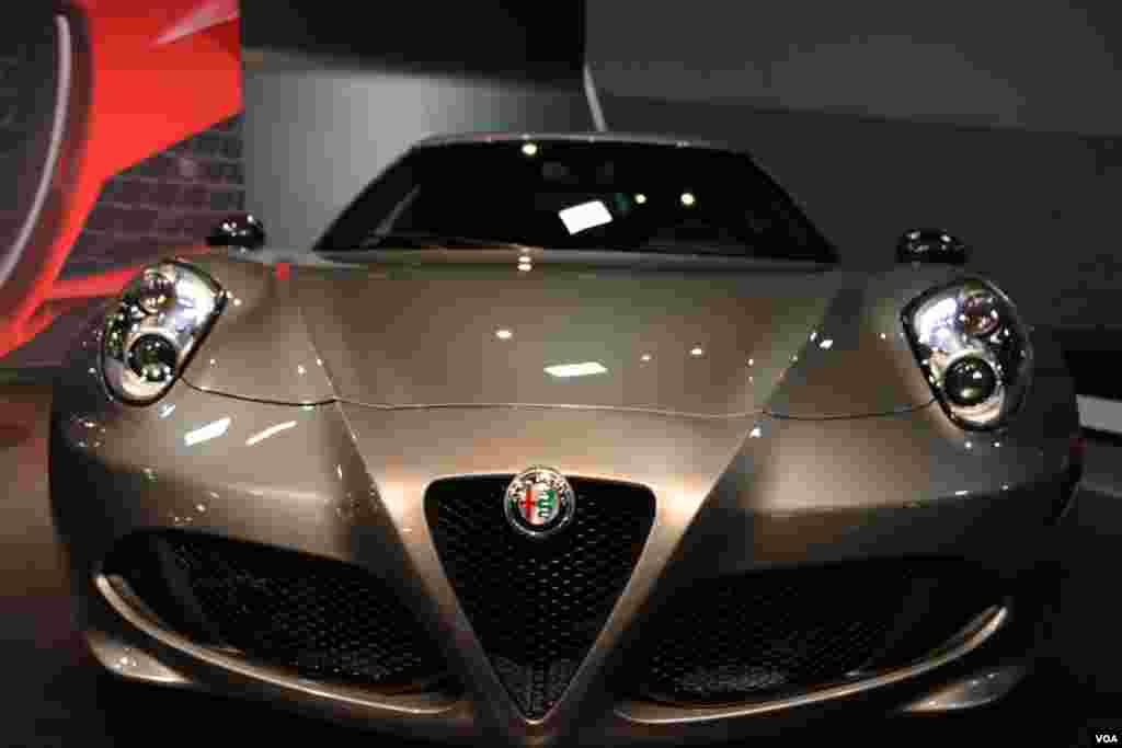 نمایشگاه اتومبیل واشنگتن آلفا رومئو Model: 4C Launch