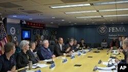 Başkan Barack Obama kasırga sonrası toparlanma çalışmalarını kabinesiyle görüştü