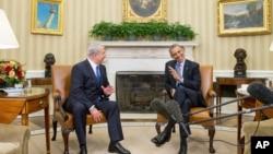 9일 백악관에서 바락 오바마 미국 대통령(오른쪽)이 벤자민 네타냐후 총리와 만나 담화하하고 있다.
