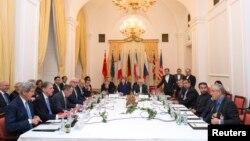 Делегации США, Великобритании, России, Ирана и Германии во время перговоров по ядерной сделке в Вене 24 ноября 2014 года