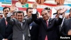 Eron rahbari Mahmud Ahmadinajod, Pokiston prezidenti Osif Ali Zardariy Chohbahor shahrida, 11-mart, 2013-yil.