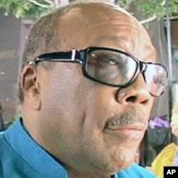"""慈善歌曲""""四海一家""""的名制作人Quincy Jones"""