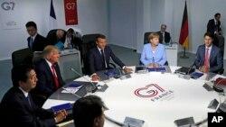 រូបឯកសារ៖ មេដឹកនាំ G-7 ចូលរួមកិច្ចប្រជុំមួយនៅក្រុង Biarritz ប្រទេសបារាំង កាលពីថ្ងៃទី២៦ ខែសីហា ឆ្នាំ២០១៩។