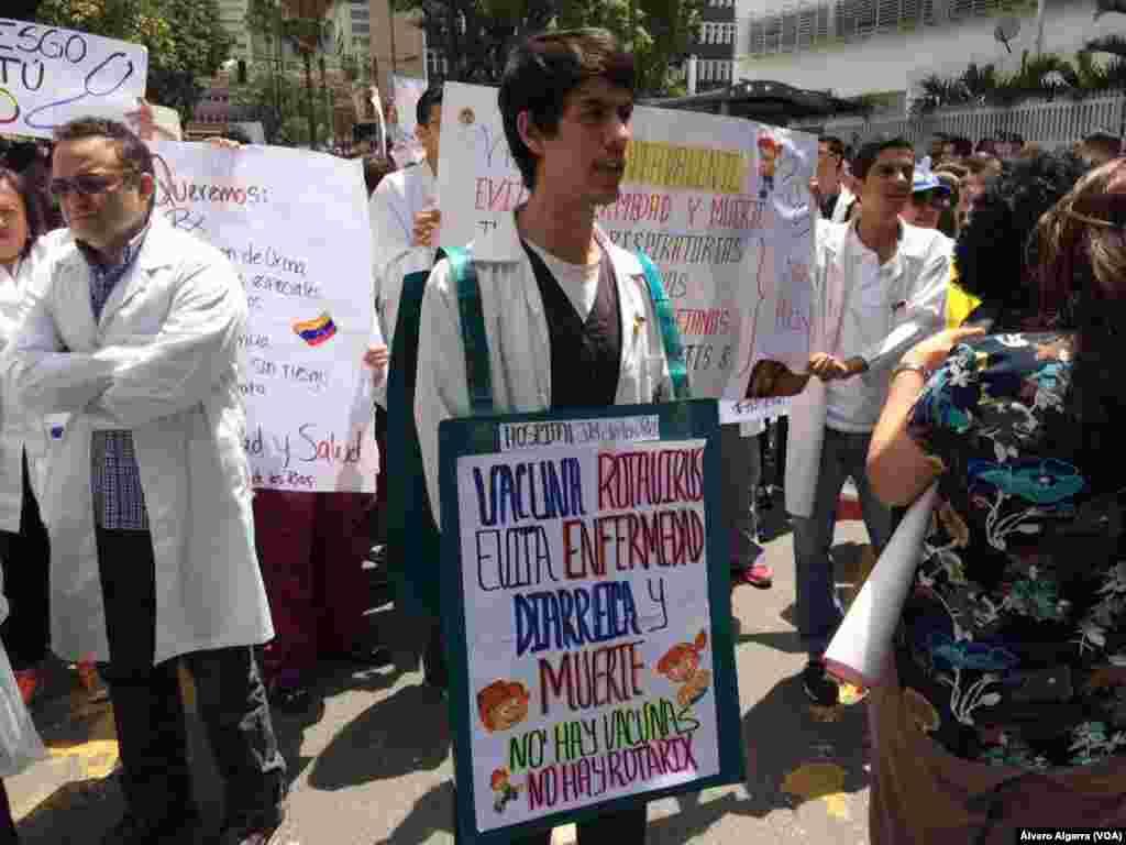 Protestas del sector salud se unen a las manifestaciones diarias en Venezuela.