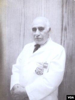 1950-ci illərin ortalarında Amerikanın Səsinin Azərbaycan Xidməti qadıldıqdan sonra Yusif Qəhrəman radioloq olaraq ABŞ paytaxtının Corc Vaşinqton hospitalında işləyir.