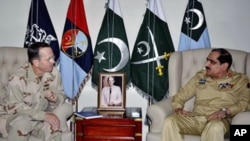 U.S. Chairman of the Joint Chiefs of Staff Adm. Mike Mullen, left, listens to Pakistan's Chairman Joint Chiefs of Staff Committee General Khalid Shameem Wynne during a meeting in Rawalpindi, Pakistan, April 20, 2011