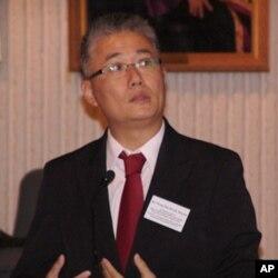 香港教育学院教授黄伟国