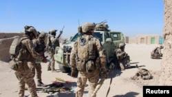 Pasukan khusus Afghanistan bersiap bertempur melawan Taliban di pinggiran Lashkar Gah ibukota Helmand, Afghanistan, 10 Oktober 2016.