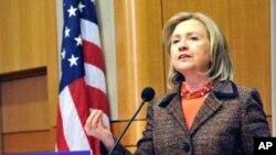 """En la Conferencia de Desarrollo Sostenible de Rio+20, la secretaria de Estado de EE.UU, Hillary Clinton, invitó a """"pensar diferente"""" al tomar medidas para generar un crecimiento económico sostenido."""