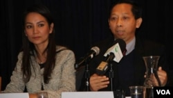 From Left to Right: Monovithya Kem, deputy director of public affairs of Cambodia National Rescue Party, and Pa Nguon Teang, executive director of Cambodia Center for Independent Media, speak at a panel discussion on 'Dissolution of Democracy in Cambodia' at the U.S. Mission to the United Nations, Tuesday, December 19, 2017. (Say Mony/VOA Khmer)