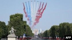 ការបង្ហាញនៅក្នុងថ្ងៃសមយុទ្ធ Bastille នៅលើវិថី Champs-Elysees ក្នុងទីក្រុងប៉ារីស កាលពីថ្ងៃទី១៤ កក្កដា ២០១៨។