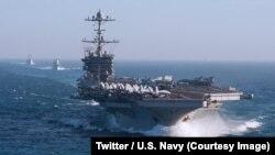 五月時美國軍艦在北大西洋航行。