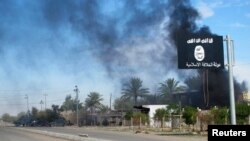 지난해 11월 이라크 바그다드 북부 사디야 지역에서 수니파 무장단체 ISIL과 이라크 군의 충돌이 있은 후 연기가 피어오르고 있다. (자료사진)