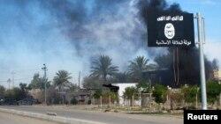 Nhà nước Hồi giáo kéo lá cờ đen của họ lên thủ phủ của tỉnh Anbar.