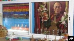 俄羅斯布里亞特首府烏蘭烏德市一個佛教社團供奉的達賴喇嘛像。