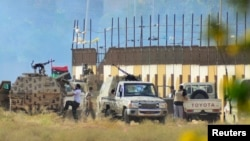 Para tentara Libya pendukung Jenderal Khalifa Haftar siaga di Benghazi, Libya timur (2/6).