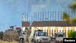 Pasukan yang setia kepada Jendral Khalifa Hifter siaga di Benghazi (foto: dok).