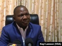 Luc Abaki, directeur de LFC et de City FM, à Lomé, au Togo, le 7 février 2017.(VOA/Kayi Lawson)