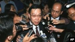 中国卫生部副部长黄洁夫接受记者采访(资料照片)