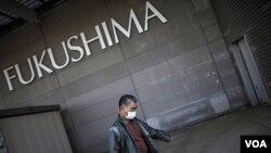 El centro de evacuación ubicado en el centro de convenciones Big Palette Fukushima, sigue recibiendo a los residentes.