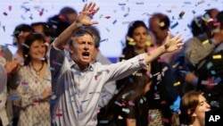 Top opposition presidential candidate Mauricio Macri dances and sings after speaking to supporters in Buenos Aires, Argentina, Sunday, Oct. 25, 2015.