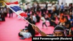Desmanifestant dans Bangkok, 22 novembre 2013